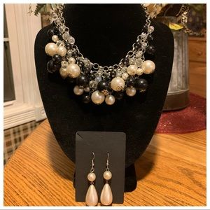 💥4/$10💥 Black & Pearl Bead Statement Necklace